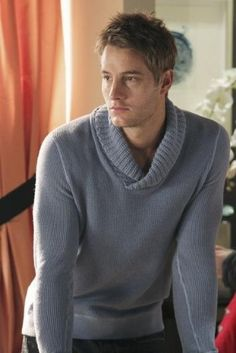 Pictures & Photos of Justin Hartley - IMDb