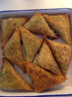 "These crispy mince and pea pastry triangles are very different to the more commonly found ""Indian"" version which has a thick crusty pastry. I am not sure what the origin of this style o…"