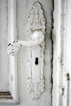 Door Knobs And Knockers, Knobs And Handles, Door Handles, Room Photo, The Doors, Front Doors, Shabby Chic Kitchen, Shades Of White, Keys