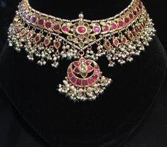 Indian Jewelry Sets, Indian Wedding Jewelry, Royal Jewelry, Antique Jewellery Designs, Gold Jewellery Design, Mughal Jewelry, Chocker, Trendy Jewelry, Jewelry Patterns