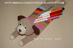 What a super cute idea to hold markers, pencils or crochet hooks!