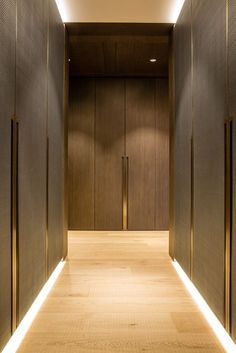 One Hyde Park, Knightsbridge. Joinery - INTERIOR-iD. Dressing Room with antique brass metal detailing, bespoke recessed handles fully integrated into framed wardrobe doors with woven leather and dark stained Zebrano timber. Wardrobe Handles, Wardrobe Closet, Sliding Wardrobe, Flur Design, Home Design, Interior Design, Interior Door, One Hyde Park, Interior Design Offices