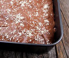 Veganmisjonen: Mørk sjokoladekake i langpanne Kiwi, Pudding, Vegan, Desserts, Food, Baking Soda, Tailgate Desserts, Deserts, Custard Pudding
