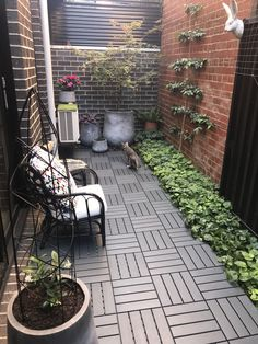 One of the excellent ways to bring your backyard to life with flashes of color, nature's music and amusement is to provide your birds with their own personal nesting area. Small Balcony Design, Terrace Design, Backyard Garden Design, Small Backyard Landscaping, Ikea Outdoor Flooring, Ikea Patio, Patio Flooring, Beautiful, Outdoor Decor