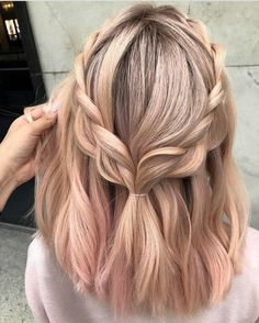 30 Easy New Medium Hair Styles Let us guide you in the world of medium hair styles. We have a collection of the trendiest hairstyles for ladies with shoulder length hair. hair 30 Easy New Medium Hair Styles Spring Hairstyles, Trendy Hairstyles, Gorgeous Hairstyles, Simple Hairstyles For Medium Hair, Hairstyles 2018, Hairstyles Tumblr, Female Hairstyles, Teenage Hairstyles, Loose Hairstyles