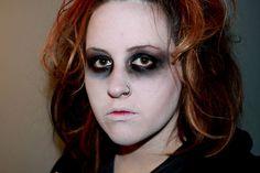 Top 10 Makeup Trends This Fall Walking Dead Zombie Makeup, Zombie Makeup Easy, Zombie Walk, Zombie Girl, Amazing Halloween Makeup, Halloween Looks, Halloween Face Makeup, Halloween Costumes, Scarecrow Makeup