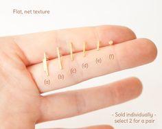 1 piece Tiny line earring in brass with a nice flat net by umya