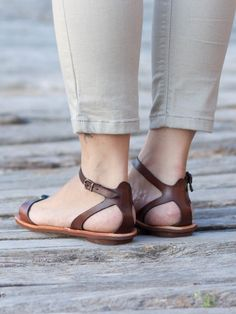 """[wpv-view name=""""colors navi""""] Brown Leather Sandals, Black Leather Shoes, Brown Sandals, Grey Shoes, Leather Ankle Boots, Flat Sandals, Flats, Thick Leather, Winter Shoes"""