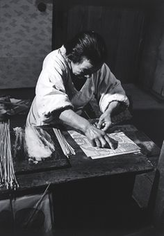 Ken Domon :: Kite, Tokyo. 内職 凧 東京 1954.