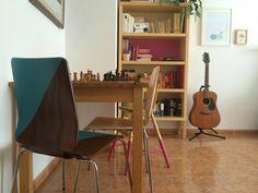 Un #diy d'una tarda per a transformar un parell de cadires! #creixercreant #renovarseomorir #redecorantlamevavida #raconetsdecasameva · A #DIY project for restyling a pair of chairs. #diyproject #afternoonproject #restylingchairs
