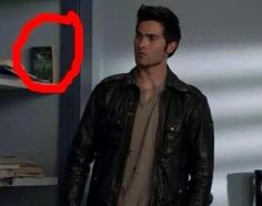 OMG WHEN I WAS WATCHING I LITERALLY IMMEDIATELY SPOTTED THE BOOK AND STARTED SCREECHING