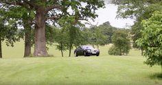 Jazda po záhrade s Rolls Royce alebo ako sa zabávajú milionári