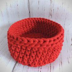 NÁVOD - kulatý košíček ze šňůr ZDARMA | Příze na háčkování, návody na háčkování zdarma, kožené polotovary String Bag, Use Of Plastic, Market Bag, Knitted Bags, Bag Making, Knit Crochet, Beanie, Knitting, How To Make