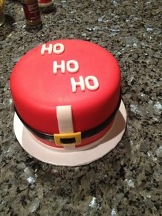 Love the simplicity! Christmas Cake Decorations, Christmas Desserts, Christmas Cakes, Christmas Recipes, Christmas Ideas, Fondant Figures, Fondant Cakes, Cupcake Cakes, Holiday Baking