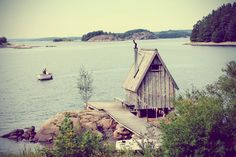 Swedish sauna retreat, there are surely worse places to live? Scandinavian wooden hut at edge of lake. Oh The Places You'll Go, Places To Visit, Swedish Sauna, Cabins In The Woods, Land Scape, The Great Outdoors, Stockholm, Beautiful Places, Amazing Places