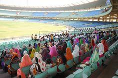 शहीद वीर नारायण सिंह अंतरराष्ट्रीय क्रिकेट स्टेडियम की भव्यता ने बिलासपुर जिले के पंचायत प्रतिनिधियों को काफी प्रभावित किया. अंतरराष्ट्रीय मैचों के दौरान यहाँ करीब 65 हजार दर्शकों के बैठने की सुविधा है. प्रतिनिधियों को व्यवस्थाओं के संबंध में जानने का मौका मिला। गाईड ने उन्हें यहां से जुड़ी विशेषताओं की जानकारी दी। प्रदेश का गौरव बन चुके भव्य क्रिक्रेट स्टेडियम का भ्रमण बेहद आनन्ददायक लगा.