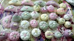 추석 송편만들기/꽃 송편만들기/송편 만드는법 호박송편/선물송편만들기 (팔월 한가위 예뿐 송편만들기) 올... Korean Cake, Sushi, Garlic, Vegetables, Cooking, Plants, Food, Japanese Food, Kitchen