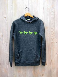 Hey, I found this really awesome Etsy listing at… Horse Sweatshirts, Hoodies, Blusas Country, Country Girl Style, My Style, Horse Fashion, Horse Shirt, Horse Gifts, Equestrian Outfits