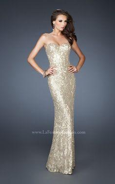 Sequin, espaldas profundas y aberturas en las faldas son algunas de las principales tendencias de la nueva colecci�n de vestidos de fiesta 2013 de La Femme Fashion.