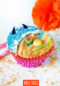 {Summertime, Vacation time} Beach, Ocean & Shark Cupcakes | niner bakes