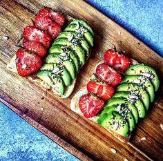 "476 gilla-markeringar, 15 kommentarer - Bahare - @healthy_belly (@healthy_belly) på Instagram: ""Avocado + Strawberries + Sunflower & Sesame seeds on toasted bread!❤ Have a great week lovelies! .…"""