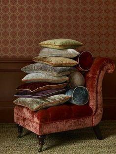 Velvet pillows and chair . I looove velvet! Velvet Upholstery Fabric, Velvet Pillows, Soft Pillows, Chair Pillow, Sofa Chair, Chair Cushions, Throw Pillow, Deco Boheme, Interior Decorating