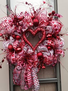 """HEART'S DELIGHT"" - XXL Chic Glitzy Valentine's Day Deco Mesh Wreath Decoration by DecorClassicFlorals, $ 149.95 on Etsy"