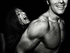 Incontri notturni Uno scatto di Vinicio Drappo che fa parte di un reportage sulla vita notturna nelle discoteche. È tra i finalisti nella categoria professionisti.  Altre foto del servizio si possono vedere qui Vinicio Drappo, Italia, Foto Sony World Photography Awards 2014