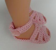 Добрый день. Сегодня я хочу показать вам, как вязала сандалики на моих паолочек. Я взяла пряжу Alize Miss (50 г