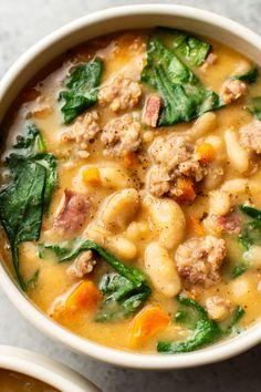 Bean And Sausage Soup, Sausage Stew, Recetas Crock Pot, White Bean Soup, White Bean Chili, Tuscan Bean Soup, Bean Soup Recipes, White Bean Recipes, Simple Soup Recipes