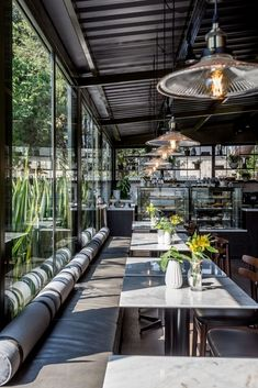 Coffee Shop Design, Cafe Design, House Design, Veranda Restaurant, Cafe Restaurant, Coffee Places, Outdoor Cafe, Restaurant Interior Design, Rooftop Bar