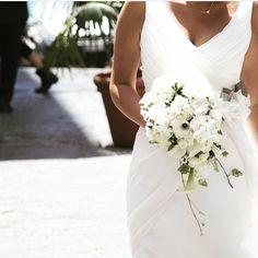 Emanuela  #details #weeding #lebaobab Le Baobab, Weeding, Wedding Dresses, Instagram Posts, Fashion, Bridal Dresses, Moda, Grass, Bridal Gowns