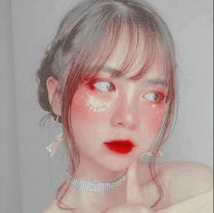 Aesthetic Grunge Outfit, Aesthetic Makeup, White Aesthetic, Aesthetic Girl, Ulzzang Korean Girl, Ulzzang Couple, Kiss Makeup, Makeup Art, Cute Young Girl