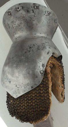 Gauntlet, Musée de Valere, Sion  ref_arm_1178 Date: 1420-1440 Culture: Italian