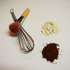 Homemade dry shampoo for dark hair. Dutched cocoa powder and arrowroot powder. She warns not to use cornstarch. Add in a bit of cinnamon for a reddish hue.