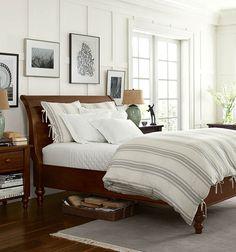 Muita iluminação natural, dando ao ambiente um aspecto reconfortante. Portas envidraçadas fazem parte disto.         Walls and bed