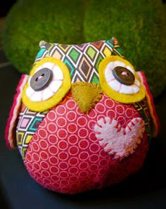 Owl Pillow! Want to make animals for Layla. I will, too.