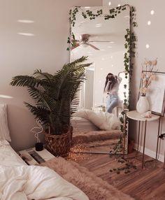 Luxury beautiful diy fairy light for minimalist bedroom decoration 30 Wun. Luxury beautiful diy fairy light for minimalist bedroom decoration 30 Wunderschönes DIY-Lic Cute Room Ideas, Cute Room Decor, Comfy Room Ideas, Boho Room, Bohemian Bedroom Decor, Boho Decor, Bedroom Plants Decor, Diy Wall Decor For Bedroom, Plant Decor