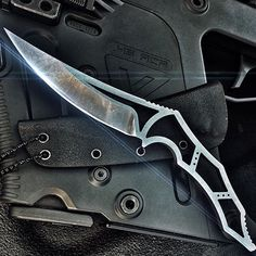 Now this is an extremely light weight blade that would make for a super fast and deadly fighting knife.