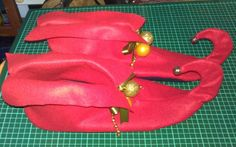 elf costume shoes - good picture w/ link to free pattern Christmas Costumes, Christmas Elf, Ugly Christmas Sweater, Christmas Ideas, Christmas Crafts, Holiday Ideas, Shrek Costume, Elf Costume, Costume Ideas