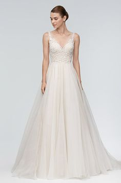 Tendance Robe du mariage Watters Brides organza ball gown with V-neckline and embroidery I Style: Janet 9 Wedding Suits, Wedding Bride, Wedding Gowns, Trendy Wedding, Wedding Dress Organza, Bridal Dresses, Tulle Wedding, Marie Bernal, Sexy Back