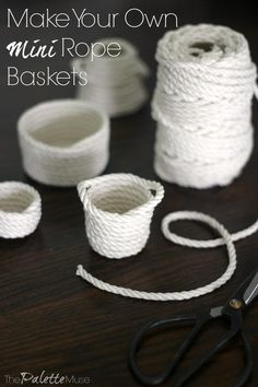 Once you see how easy it is to make your own mini rope baskets, you'll be obsessed. You just need rope and a hot glue gun, and a little coordination! Dollhouse Miniature Tutorials, Miniature Crafts, Dollhouse Miniatures, Diy Barbie Furniture, Diy Dollhouse Furniture Easy, Doll House Plans, Rope Crafts, Rope Basket, Dollhouse Accessories
