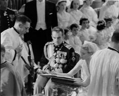 Click this image to show the full-size version. Grace Kelly Wedding, Princess Grace Kelly, Prince Rainier, Blue Bloods, Royal House, I Got Married, Royal Weddings, Lady Diana, Wedding Lighting