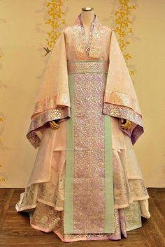 korean hanbok 특별공연한복 - 전통한복 천의무봉 : 네이버 블로그 #koreanclothes Korean Traditional Dress, Traditional Fashion, Traditional Dresses, Korean Hanbok, Korean Dress, Japanese Outfits, Korean Outfits, Hanbok Wedding, Queen Dress