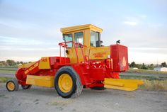 Afbeeldingsresultaat voor self haybailers New Holland Ford, New Holland Agriculture, Pictures Of America, Allis Chalmers Tractors, Baler, Picture Blog, Old Farm Equipment, Old Tractors, Vintage Farm