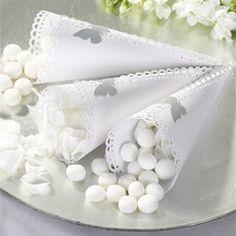 Compra o fai fare degli adesivi a forma di farfalla per fermare i coni porta riso o confetti