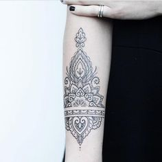 FEBRUARY GUESTARTIST @rachainsworth . Please see the website for bookinginfo. www.salonserpent.com #amsterdamtattoo #tattooamsterdam