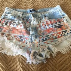 Summer shortie shorts Great condition summer shorts, size tag is a large, measurements for waist is 16 inches across. Art & Soul Shorts Jean Shorts
