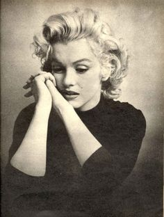 Marilyn Monroe was an American actress, model, and singer, who became a major sex symbol, starring in a number of commercially successful motion pictures during the and early Born: June Los Angeles Died: August Brentwood Fotos Marilyn Monroe, Marylin Monroe, James Dean Marilyn Monroe, Marilyn Monroe Bedroom, Joe Dimaggio, Divas, Brigitte Bardot, Old Hollywood, Hollywood Photo