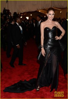 Doutzen Kroes shows off her gorgeous dress on the red carpet at the 2013 Met Gala held at the Metropolitan Museum of Art on Monday (May 6) in New York City.